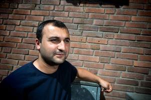 Fotbollsprofilen Elvan Cicen är en av de tre åtalade männen.