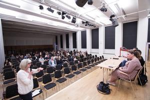 Jan johansson, Marina Wallsten, Anna Wallén svarar på frågor från  Ingela Klingestedt och eleverna.