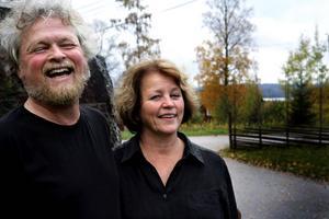 Björn Hedén och Marketta Franssila - årets Dan Andersson-pristagare.