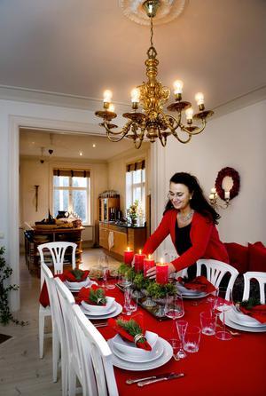 Varje år ser Åsa fram emot att få göra julfint. Hon tycker att pyntandet och fixandet är en högtid i sig.