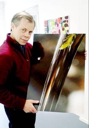 Hans Månsson vill vända det negativa parasitutbrottet till något positivt och göra Jämtland till ett föredöme i vattenfrågor. Bilderna Hans Månsson tagit till utställningen kommer alla från ett 20 meter långt parti av en fjällbäck i Oviksfjällen.