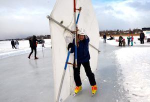Lennart Fyrk glider sakta iväg med sitt draksegel.
