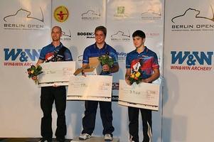 Skalberg, längst till vänster, snubblade på mållinjen mot Florian Faber, i mitten.