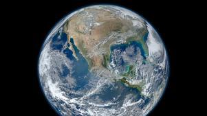 Nasas bild av jorden är vacker, men Per-Olof Erickson skriver att ny handlar det om mänsklighetens överlevnad.