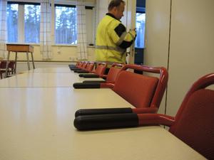 Driftstekniker Bernth Eriksson, Försvarsmakten förbereder lokalerna inför skolans öppnade.