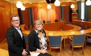 Kommunens Thomas Lagerström och Ki Eriksson är beredda klockan 17 i eftermiddag att ta emot casting-evenemanget här i sessionssalen i Ludvika stadshus. FOTO BOO ERRICSSON