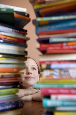 På sommarlovet finns det mycket tid att lägga på läsning.