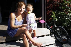 Viktoria Roskar och dottern Elena.