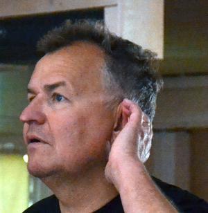 Ulrik Qvale gör debut som regissör efter en 35 årig operakarriär.