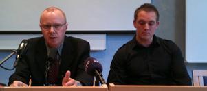 Kammaråklagare Niclas Eltenius på presskonferensen i Falun.