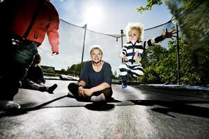 Trivs bra. Tove Anger bedriver pedagogisk omsorg i Lillån med fem barn. Här med Charlie Ginberg, Maja Bjurström och Linnea Brauer.
