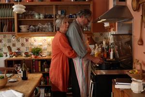 """Ruth Sheen och Jim Broadbent i Mike Leighs """"Medan åren går"""", en vuxen film för vuxna människor."""