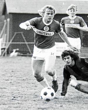 """""""Norrlandsfönstret öppnas igen"""". Bilden är från 1974, året då Hasse Lundberg med Giffarna avancerade till fotbollens finrum."""