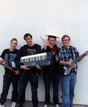 The Frods information, VisbyDet gotländska bandet The Frods bildades år 2006, och har repeterat i både särskolans och Bildas regi. Bandets målsättning med musik är att det är kul, glädjen kommer i första hand. Musiksmaken är bred och bandet uppskattar musik med bra kvalité. Några förebilder är Ozzy Osborne, Creedence clear water revival, Metallica, Phil Collins, Red hot chili peppers.Namnet The frods kommer från en kombination av bandets initialer av för- och efternamn. Bandet ser fram emot Musikschlaget med stor inspiration.