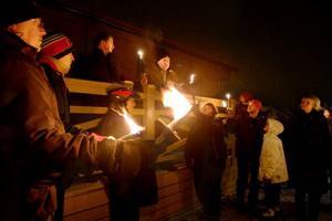 Vid Badhusparken i Östersund talade i går Jens Nilsson (S) initiativtagaren till manifestationen mot uranborrning i länet. Men även Håkan Larsson (C) i mitten av bilden och Sonja Wredendahl (MP) och Nisse Sandqvist (V).   Foto: Ulrika Andersson