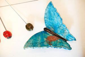 Jini Hedblom gör vackra fjärliar.
