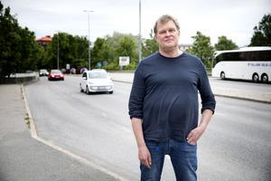 """""""Vi arbetar med att flytta resor till kollektivtrafik"""" säger Anders Eklind, utredningsingenjör på Södertälje kommun."""