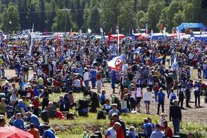 O-ringen är en riktig folkfest med mellan 15 000 och 20 000 deltagare.