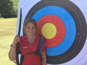 12-åriga Felicia Carlsson slog nytt svenskt rekord under söndagens Augustipilen.