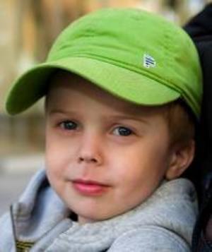 Filip Norbäck, 4 år, Östersund:– Jag måste tänka. Mormor har katter, och en hund. Jag tycker om  katterna, de är busiga.  Hunden sover mest.