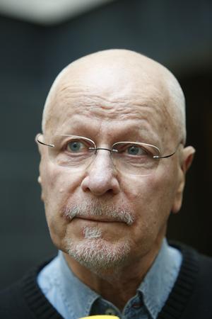 Rättsexperten Sven-Erik Alhem kritiserar polisens beslut att lägga ned förundersökningen mot Björklövenspelaren.