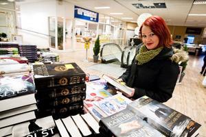 Ingela Andersson fastnade för en bok med ett par röda skor på omslaget.