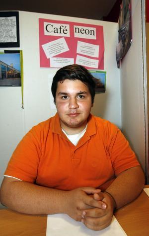4. -  Jag fck jobba hårt, säger Ibraheem Alsalam som praktiserat på Café Neon.