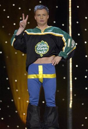 Jan Bylund i Melodifestivalen för några år sedan. I morgon uppträder han på Plaza i Östersund.