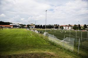 Drakcupen spelas på flera olika anläggningar och på Kubikenborgs IP lirades tre matcher samtidigt under fredagen.