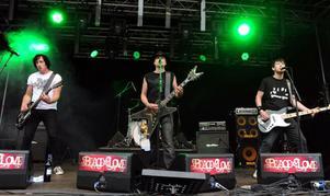 Hoforsbandet Radioaktiva Räker från en konsert på Peace & love-festivalen i år där man spelade nyligen.