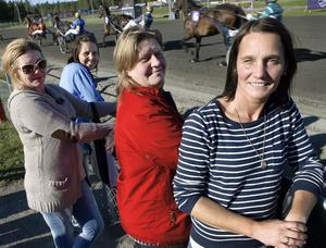 Ulrika Boström, Annika Andersson, Låtta Hoel och Britta Wahlberg från Söderhamn gör en travutflykt tillsammans varje år.