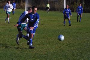 Johan Holm, ett utropstecken som forward,  var nära att göra mål ett par gånger i första halvlek.