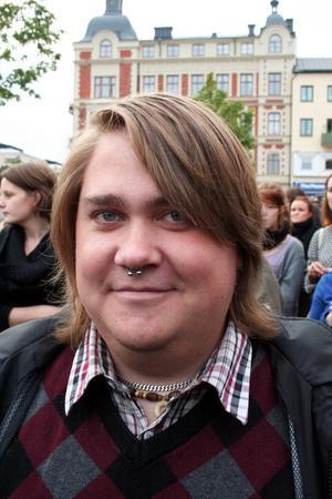 Varför är du här och demonstrerar mot SD?Alfred Zackrisson, 23, student, Örebro– Därför att det är oacceptabelt att Sverige går mot att bli ett öppet rasistiskt samhälle.