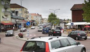 Nu har man lyckats skapa ytterligare ett trafikkaos i Hudiksvall, nämligen korsningen vid Möljen, Hamngatan – Stationsgatan, skriver insändaren.