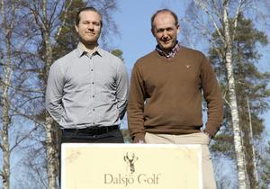 Golfprojekt Dalsjö har värvat Leksandsikonen Jens Bergenström. – Jens är en perfekt förstärkning, vi delar på marknadssidan och kontakten med våra sponsorer, säger klubbchef Tony Mullborn, till höger.