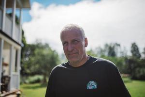 – Det har varit roligt och jag ångrar mig inte, men det är alldeles för mycket jobb. Det hade varit bekvämare att fortsätta inom industrin, säger Gunnar Olsson, mjölkbonde.