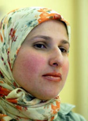 Zeinab Mahmoud kommer från Libanon och är egentligen operationssköterska. —Jag lär mig mer och mer av språket. Solhaga har ett bra rykte som arbetsplats för invandrare, säger hon.