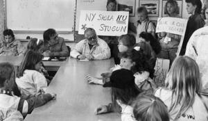1989 var det konflikt kring skolan igen. Nu strejkade eleverna från årskurs 6 och uppåt eftersom om- och tillbyggnaden av Hansåkerskolan skjutits upp ännu en gång. John Norlander och Hans Hedenbäck från tekniska nämnden fick förklara sig för eleverna.
