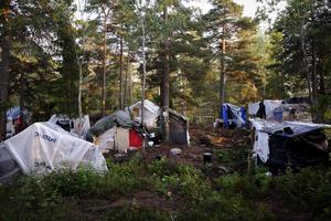 Arkivbild från ett läger i Högdalen där EU-migranter från Rumänien bor i tält och kojor i skogen.