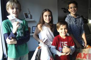Liam Bäck, Gabriella Davey, Benjamin Nordlund och Theodore Davey har startat en insamling till barnen som flyr runt Medelhavet.