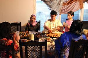 Varje middag under ramadan är värt att fira. På bild är Hadi Khatouari, frun Aicha, dottern Salma, syster Fatima, och fruns syster Saida.