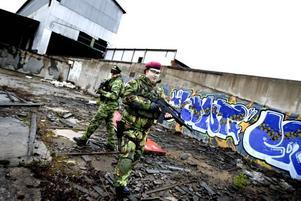 """""""KRIG"""" MED REGLER. Bilden från Arbetarbladet 14 november.Foto: Britt Mattsson"""