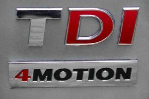 En röd fyra i modellbeteckningen vittnar om att bilen klarar tuff terräng och har inkopplingsbar fyrhjulsdrivning med lågväxel. Är siffran svart är det en bil med automatisk fyrhjulsdrivning som helst bör hålla sig på vägen.Foto: Rolf Gildenlöw