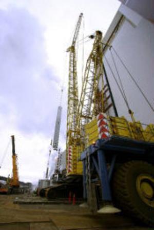 Ett jättelyft genomfördes under måndagen på Östrandsfabriken genom en av Europas största kranar. Lyftet under måndagen vägde cirka 50 ton.