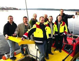 Delar av besättningen som ska bemanna räddningsbåten i Härnösand, från vänster Niklas Edlund, Jorma Kinert, Johan Engvall, Bosse Söderholm, Lasse Näsström, Tomas Granqvist och Henrik Bjerneld.