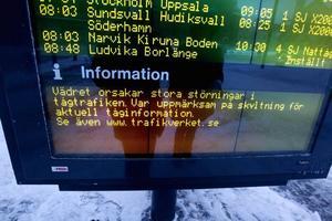 Flera tåg på Gävles centralstation var på fredagsmorgonen försenade eller inställda på grund av vädret.