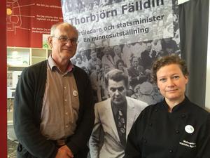 Under våren genomför de politiska partierna i Falun varsin demokrativecka. Den här veckan är det Centerpartiets tur - här företrädda av Dan Westerberg ocg Camilla Andersson-Sparring.