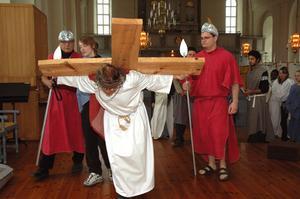 Kors. Även i år spelas påskspelet om Jesus sista måltid upp i Säters kyrka. Bengt Jakobsson spelar Jesus i år.