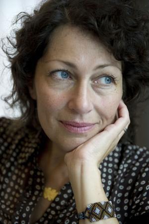 Elisabeth Åsbrink, författare som kommer till Bollnäs.
