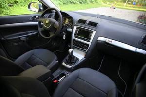 Ny ratt och nya material ger en högre kvalitetskänsla åt interiören. Och den gamla öststatsdoften är för länge sen borta.